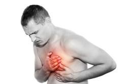 Боль левый стороне груди  - признак инфаркта миокарда