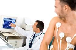 Осмотр врача при экстрасистолии сердца