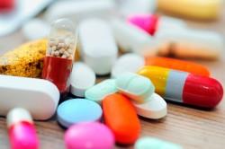 Прием медикаментов для лечения болезни